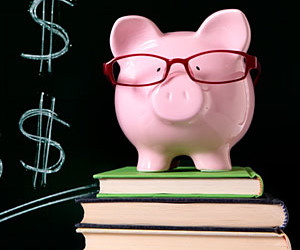 piggy-bank-with-glasses-m